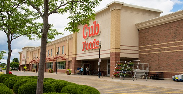 "<span class=""blue1618""><strong>RECENTLY CLOSED: High-Quality Grocery Anchored Power Center Located in Suburban Minneapolis</strong></span><br/><a href=""http://team.transwestern.net/Media/News/Pages/PINE-TREE-COMMERCIAL-REALTY-ACQUIRES-VILLAGE-OF-BLAINE-SHOPPING-CENTER-THATS-ANCHORED-BY-CUB-FOODS.aspx"" class=""green1416"">Click here to read more</a>"